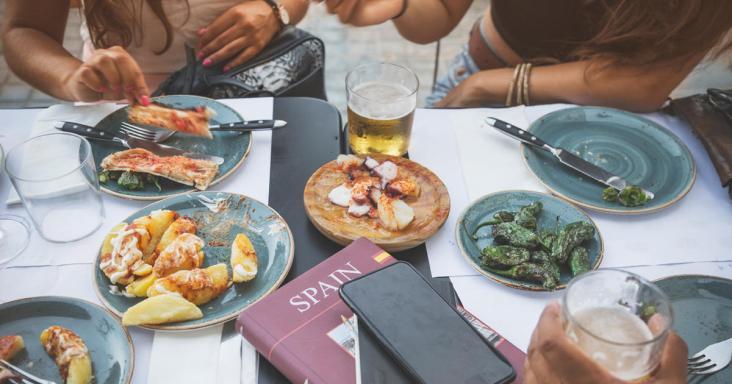 ique_esta_haciendo_turismo_de_espana_con_nuestra_gastronomia_3809_1200x630