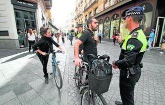 policias-ciclistas-continuar-mediodia-Tetuan_966813335_5632753_1596x1024